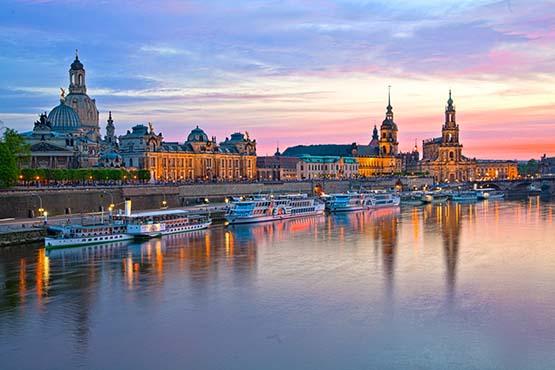 Blick auf Dresden über die Elbe